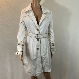 YOKI  women's trench size L buttons belt NWT